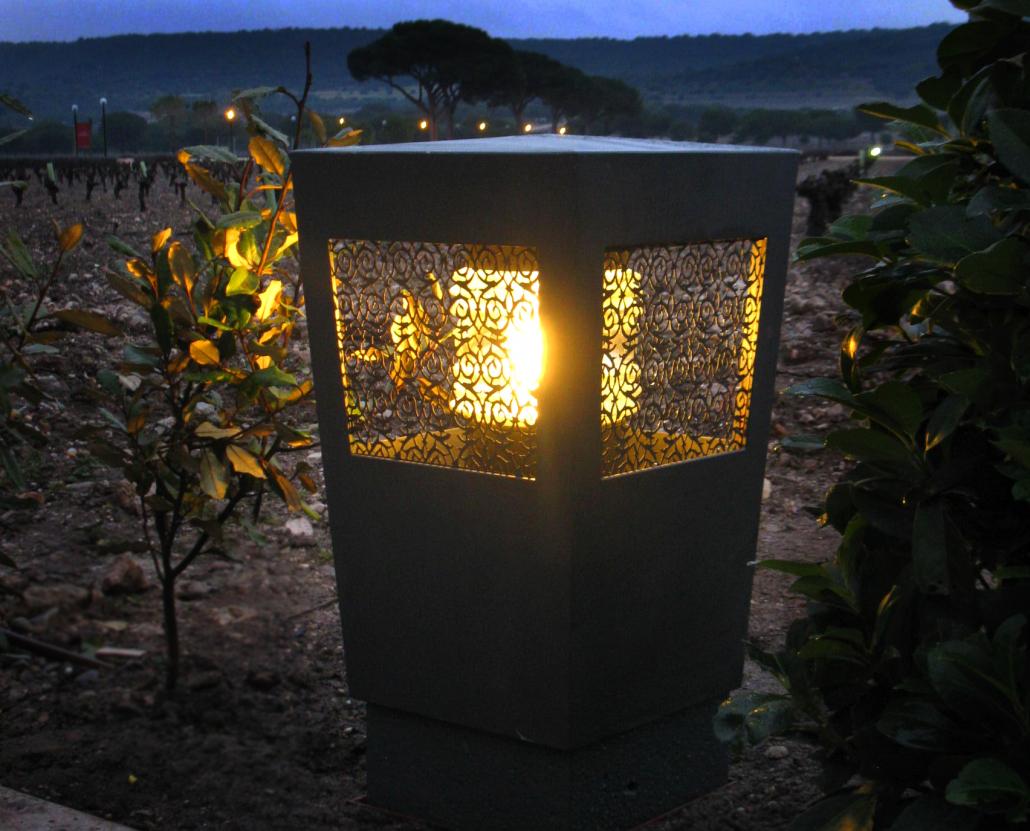 Pollerleuchte aus Bronze