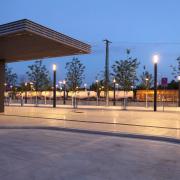 quadratische Lichtstelen Bahnhofsvorplatz Rosenheim