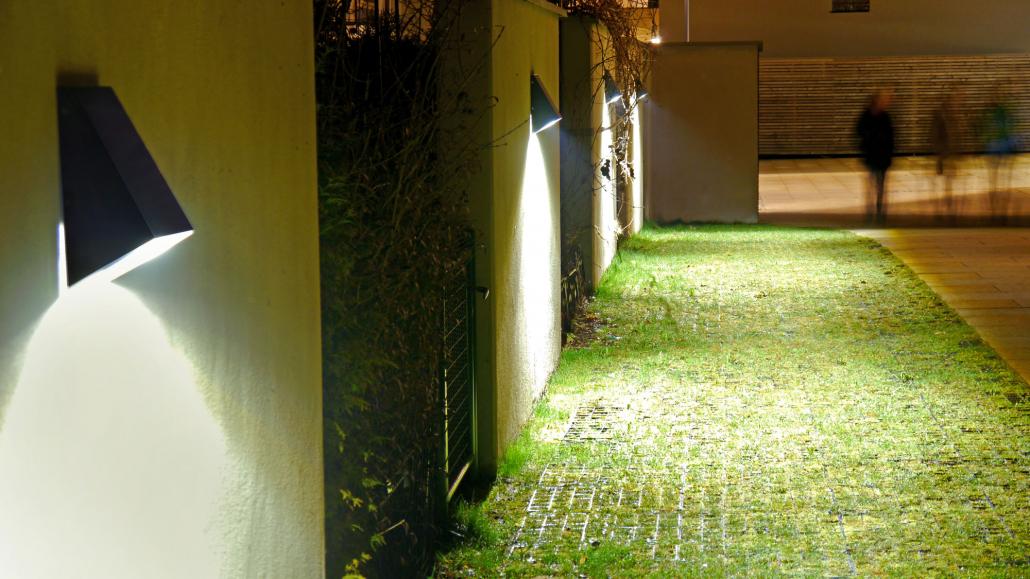 Wandleuchte_Hausnahes Licht_Bronze